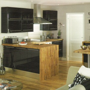 High Gloss Black Kitchen from Howdens Joinery The High Gloss Black ...